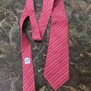 HERMES Beautiful red 100%silk Mens Tie, Mint